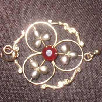 1900 pendant - Costume Jewelry