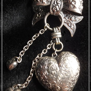 Vintage Silver Tone Brass Heart Brooch - Costume Jewelry