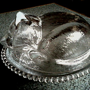 Indiana Glass Company/ Kitten Sleeping In A Basket Covered Dish/ Circa 1950-60 - Glassware