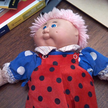 how old is this cabbage patch doll and what is it worth