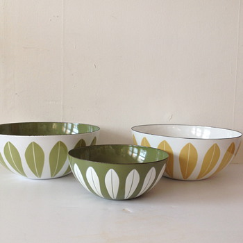 Cathrineholm Enamel Lotus Bowl Collection
