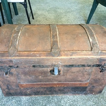 Old Wooden chest   - Furniture