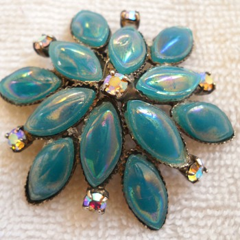 Unsigned Beauty Moonstone? Brooch - Costume Jewelry