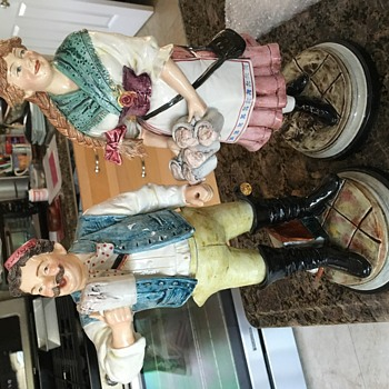 Statues of barmaid and drinker