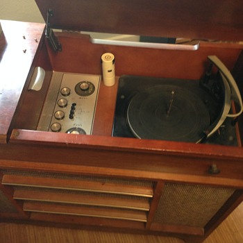 Ward Airline 4 Speed, AM/FM Phono Console - Radios