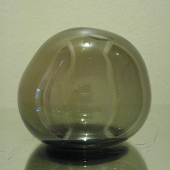 UNKNOWN SIGNATURE ODD SHAPED GLASS OBJECT - Art Glass