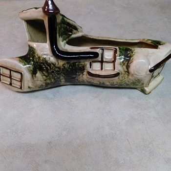 TREE HOUSE PLANTER - Art Pottery