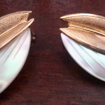 1950s mop gold tone clip on earrings