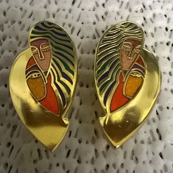 Dominique Enamel Clip Earrings Thrift Shop Find 1 Euro ($1.07) - Costume Jewelry