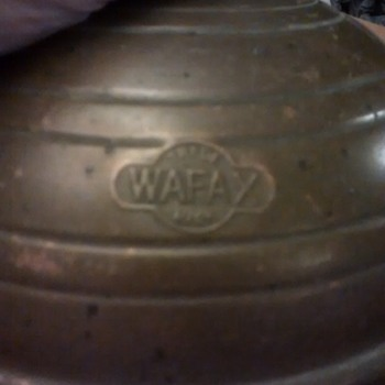 The Wafax bed warmer in brass and other material, its not the frying pan type, no handle as such just the rubber and brass stop