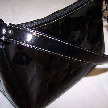 Black Vintage coach hand bag...... real or fake?