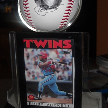 Kirby Puckett Fotoball and 1986 Topps card