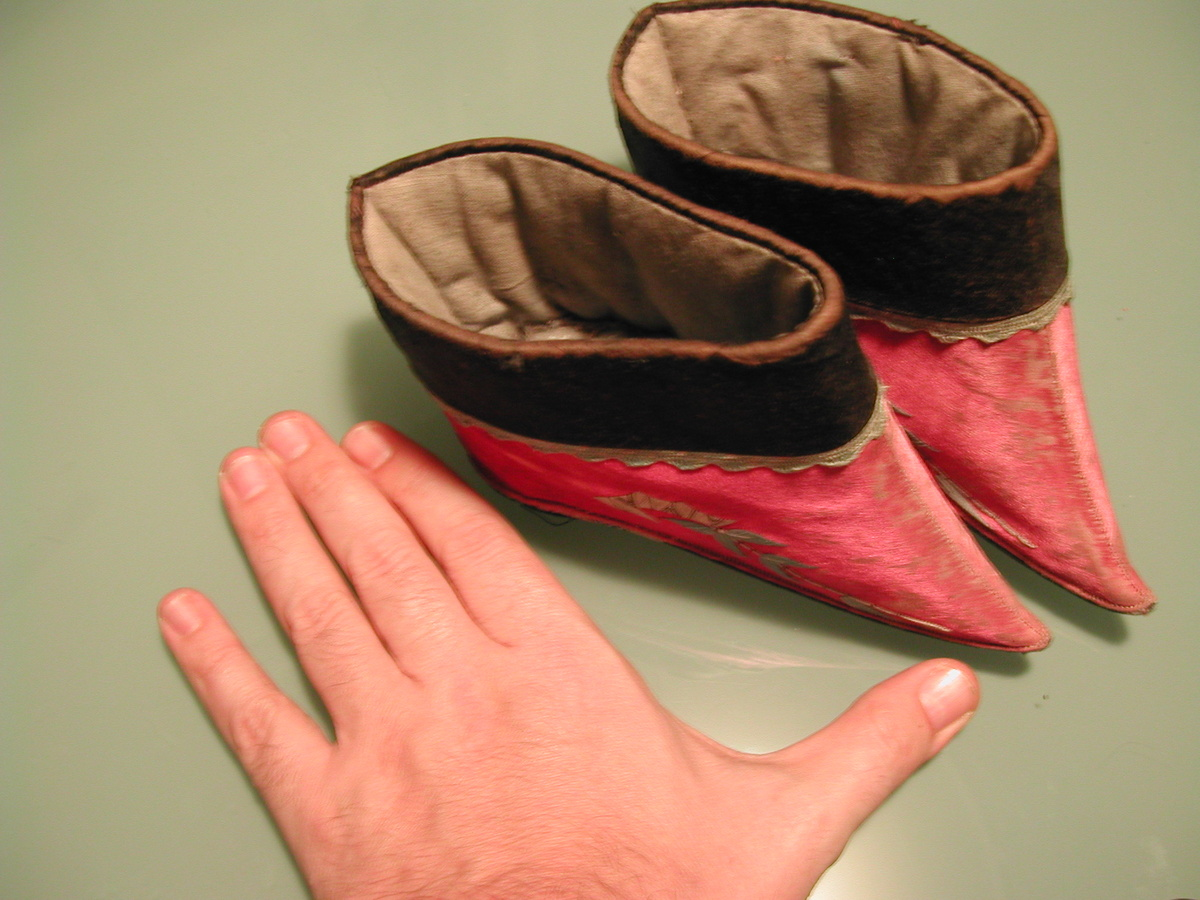 Chinese shoes for bound feet | Collectors Weekly