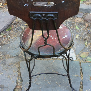 Interesting old chair i found yesterday...
