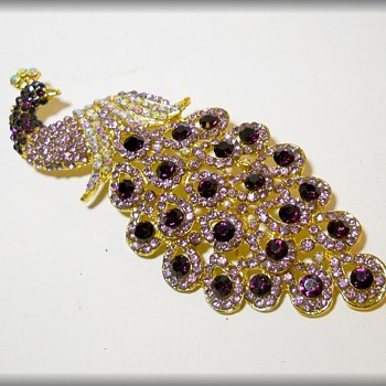 Costume JEWELRY - BROOCH - PEACOCK - Costume Jewelry