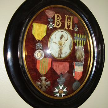 Old medals displayed in rounded glass frame. - Military and Wartime