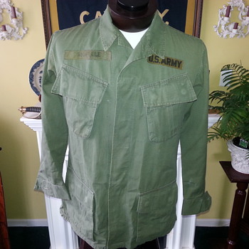 "1968 Vietnam war US ARMY issue Jungle Fatigue shirt with ""in country"" made rank & shoulder patch"