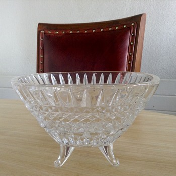 Crystal bowl on 4 legs - Glassware