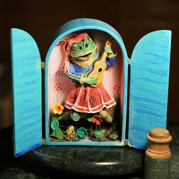 Plaster and Painted Paper Cubby - Singing Frog - Animals