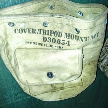 COVER TRIPOD MOUNT. MI