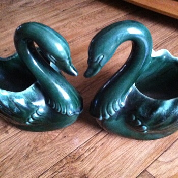 Hull Pottery swans
