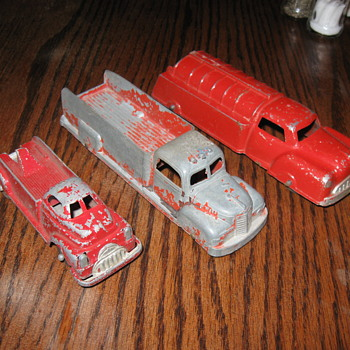 OLD MANOIL AND TOOTSIETOY TOY TRUCKS - Model Cars