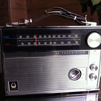 General Electric 16 Transistor Overture Radio - Radios