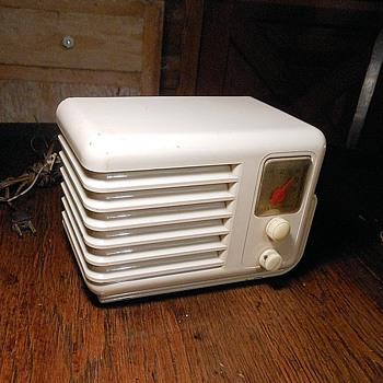 Mirror Tone Model 4B7 Tube Radio 1947 - Radios