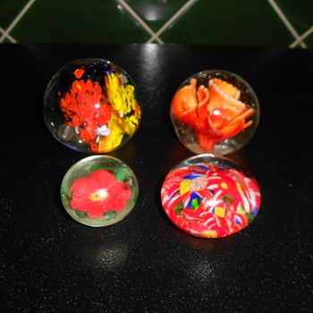 Paper weights. - Art Glass