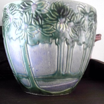 "Roseville "" Vista "" jardiniere - Art Pottery"