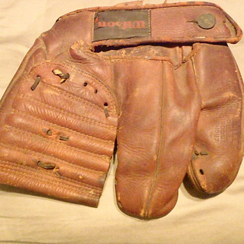 Old Wilson glove.... How Old ?   Any Ideas Please - Baseball