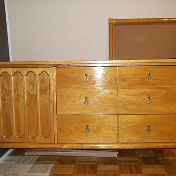 Kroehler Dresser/made in Japan???? - Furniture
