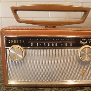 Zenith Royal 755 - Radios