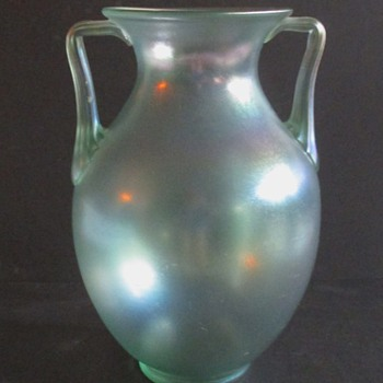 LOETZ (OR STEUBEN?)  SILK GLASS AMPHORA - Art Glass