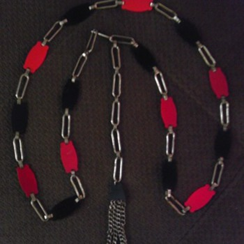 Red and black bakelite flapper lariat/belt - Costume Jewelry