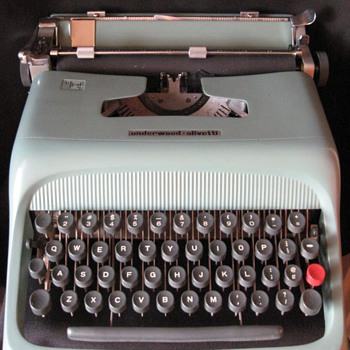 VINTAGE OLIVETTI STUDIO 44 TYPEWRITTER -BARCELONA (SPAIN)
