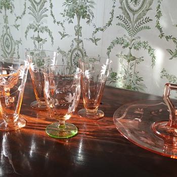 Lancaster 3 toed bowl Pink depression glass