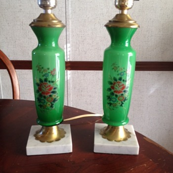 Pretty set of green lamps with marble base