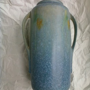 ROSEVILLE WINDSOR BLUE VASE NUMBER 552 8 INCHES HIGH  - Art Pottery