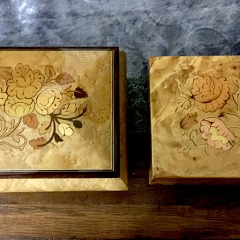 Lot of two wooden musical jewelry boxes