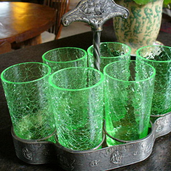 Are these vaseline uranium crackle glasses?