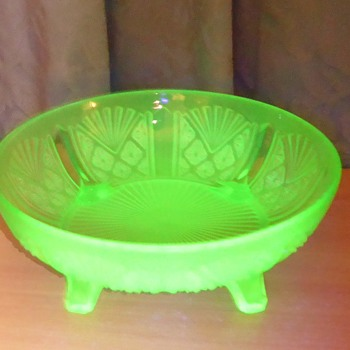Davidson Uranium Glass Bowl - pattern 718 - Glassware