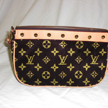 Louis Vuitton Purse....not canvas - Bags