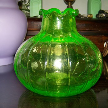 Uranium glass vase unknown maker ?? - Art Glass