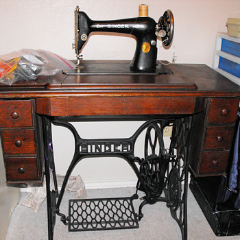 1924 7 drawer Singer Sewing Machine