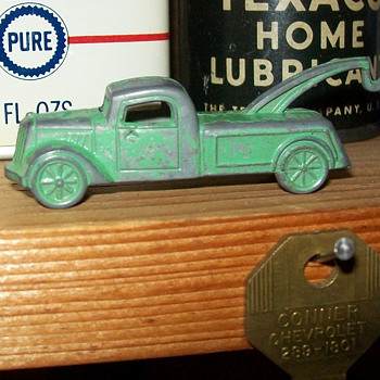 Tootsie toy cracker jack wrecker - Model Cars