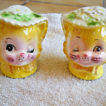 Vintage Yellow winking Kitty Cat Salt & Pepper Shakers - Kitchen