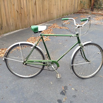 A Schwinn bike with all original - Sporting Goods