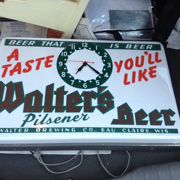 Walters beer sign/clock
