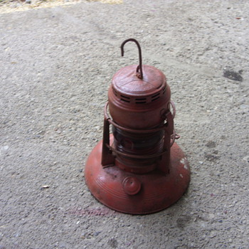 traffic gard oil lantern with red glass - Railroadiana